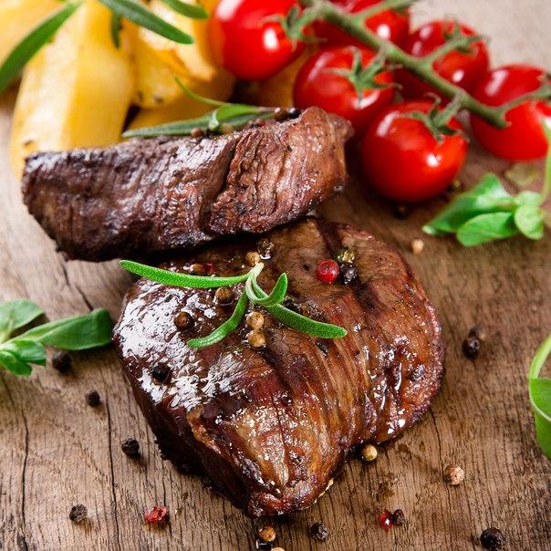 Стейки из четырех видов говядины: австралийской, ирландской, французской и итальянской